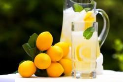 Лимонный сок во время диеты из трав