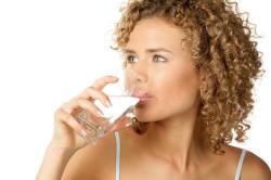 Обильное питье для ускорения метаболизма