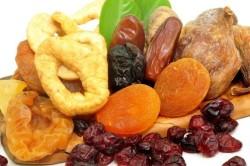 Сухофрукты - одино из важных составляющих  диетического овсяного печенья