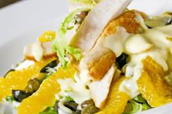 Салат из курицы и мандаринов для легкого ужина