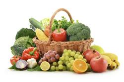 Перекус овощами и фруктами при бросании курения