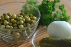 Салат с горошком и яйцами при диете