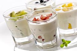 Употребление натурального йогурта на завтрак