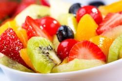 Употребление фруктового салата во время диеты без мяса