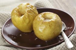 Печеные яблоки при поносе у ребенка