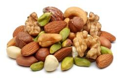 Польза орехов во время месячных